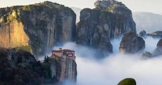 7-tempat-ibadah-paling-menakjubkan-yang-dibangun-di-atas-awan