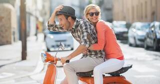 5-alasan-kenapa-naik-skuter-lebih-terasa-syahdu-dan-romantis